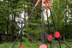 zeit der schamanen-konstruktion1-2019 höhe 460cm- holz- schallplatten- dispersionsfarbe skulpturenpark-freie akademie kunst+bau e.v. dresden